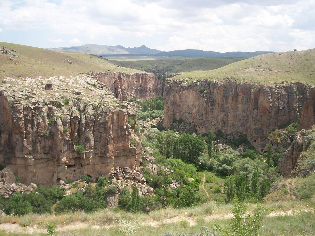 עמק אהלרה – בתי מגורים ובכנסיות שנחצבו בסלע