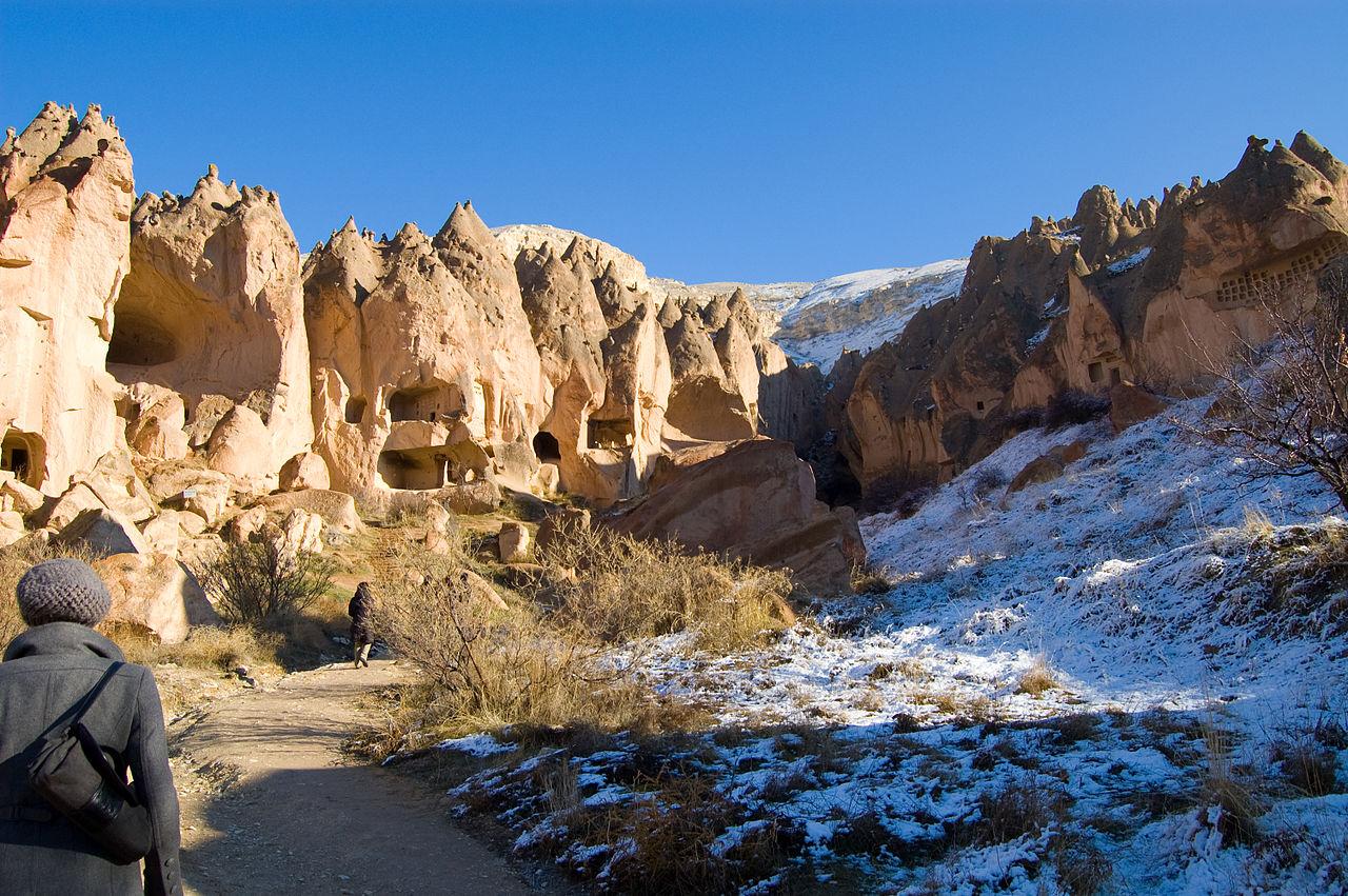 זלווה – ארובות הפיות ועמקים מחוברים במנהרות